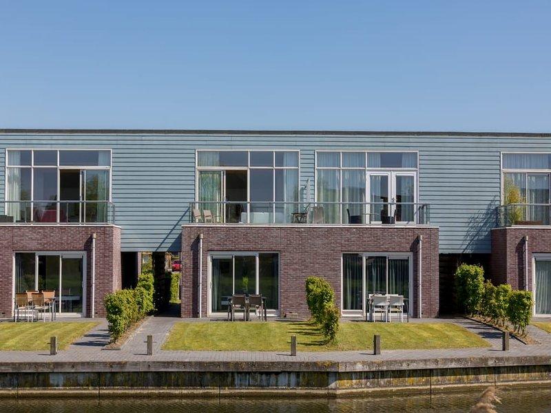 Neat island house with beautiful view., alquiler vacacional en Heijningen