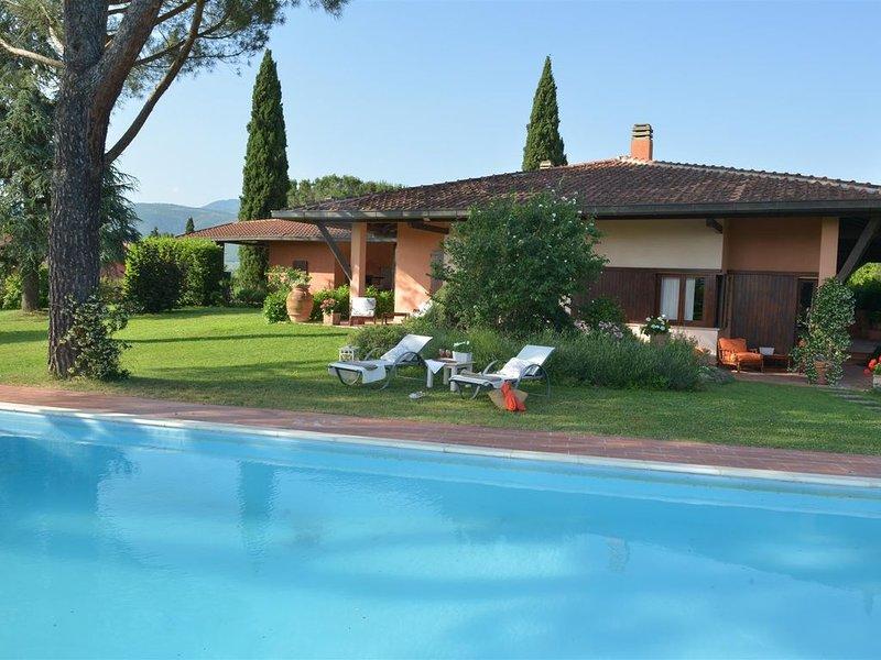 Villa di charme con splendido parco e piscina privata alle porte del Chianti, location de vacances à San Giustino Valdarno