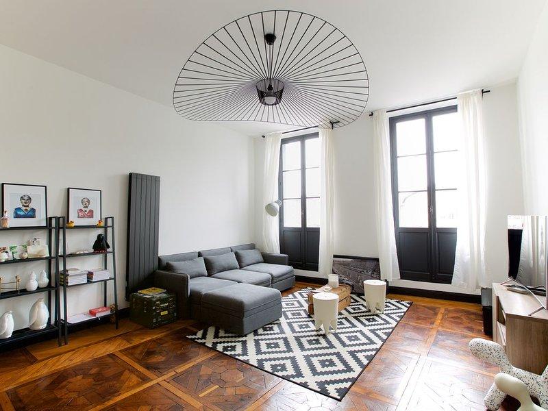 BEL APPARTEMENT CENTRE HISTORIQUE DE BAYONNE vue SUR LA NIVE, vacation rental in Bayonne