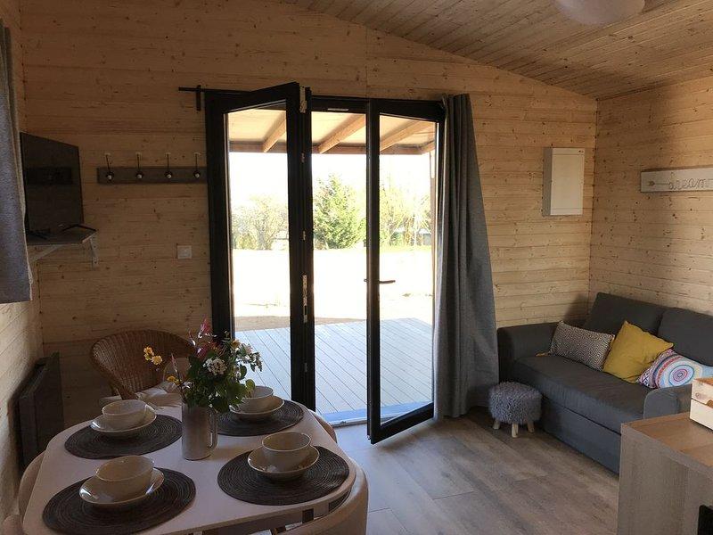 Eco Gîte - pleine nature - Périgord Noir (proche Sarlat-Lascaux-Dhagpo)g, holiday rental in Rouffignac-Saint-Cernin-de-Reilhac