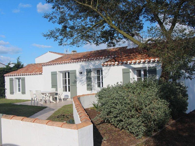 Maison de plein pied avec jardin  proche du centre ville et à 1 km des plages, alquiler de vacaciones en Noirmoutier en l'Ile