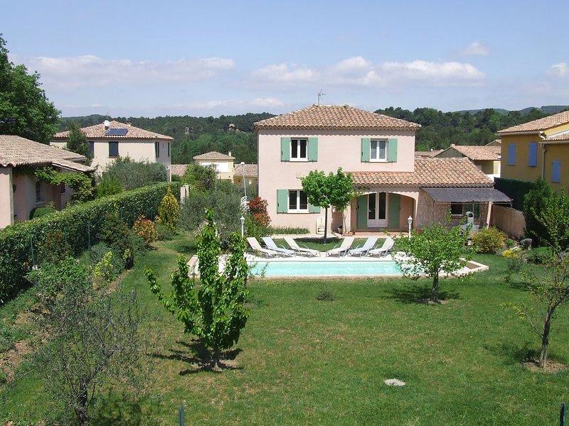 Villa dans quartier résidentiel très calme avec piscine sécurisée, holiday rental in Villedieu