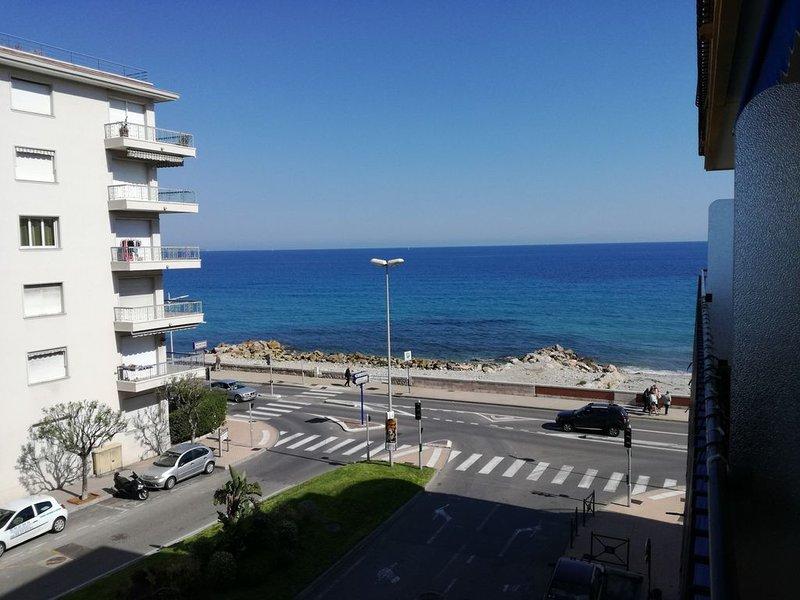 Appartement confortable, 3/4 personnes? limite Menton Roquebrune, vacation rental in Roquebrune-Cap-Martin