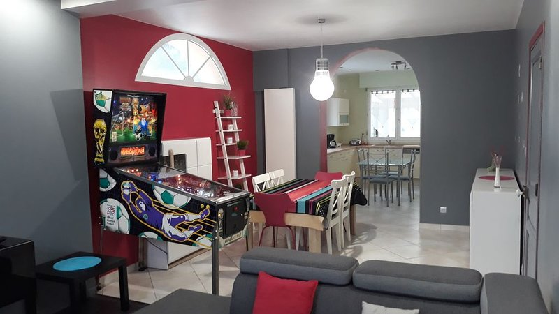 Le Gîte du Magnolia, maison 12 Personnes, holiday rental in Courrieres