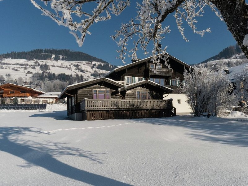 Traditional Holiday Home with Sauna in Niedernsill, holiday rental in Enzingerboden