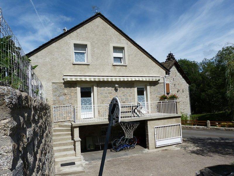 GITE 4 PERSONNES situer au contrefort de l'Aubrac., holiday rental in Aumont Aubrac