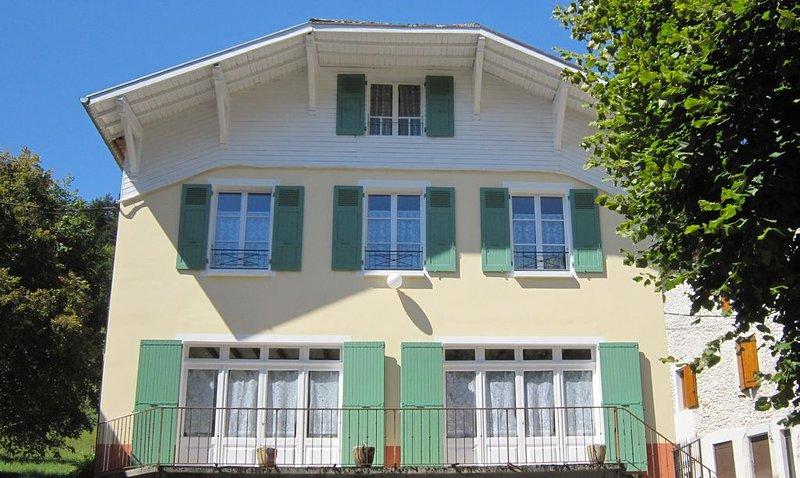 Une maison entre village, champ et forêt, spacieuse et accu eillante., location de vacances à Saint-Julien-en-Vercors