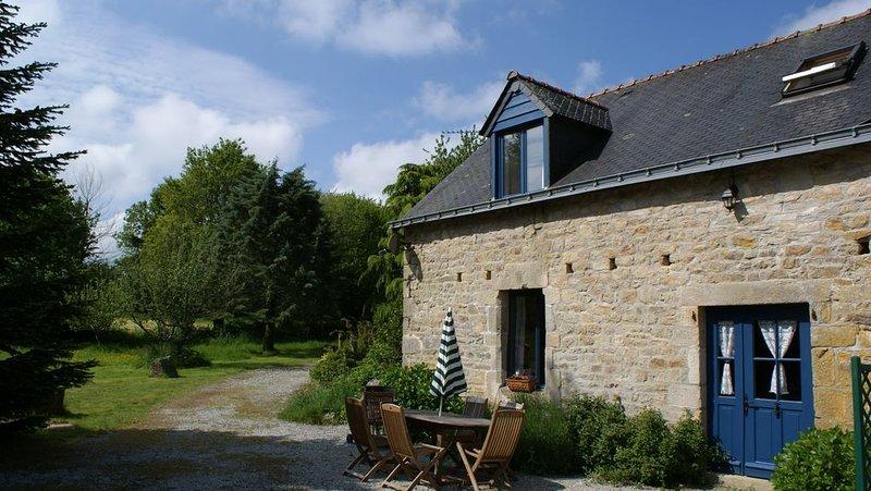 Maison à 6 couchés avec un terrain d'environ 1 hectare et une piscine chauffée, location de vacances à Ploerdut
