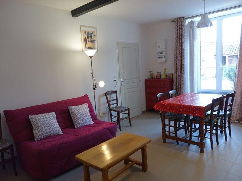 Gîte 5 à 7 personnes. A 20 mn de La Rochelle, 10 mn du Marais Poitevin., vacation rental in Nuaille d'Aunis