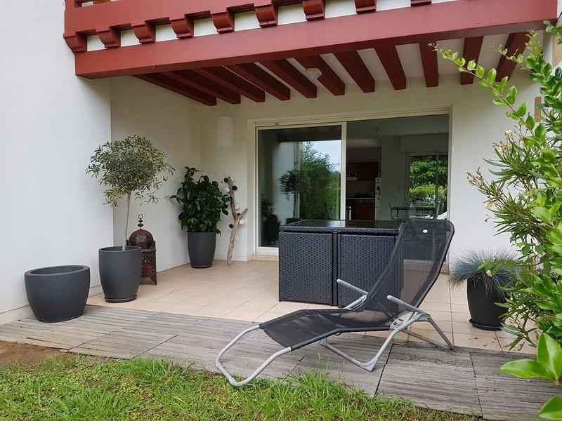 Spacieux appartement en rez de jardin Bidart, casa vacanza a Arbonne