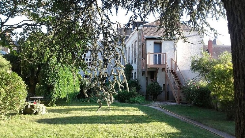GITE NEUVILLE AUX BOIS, holiday rental in Attray