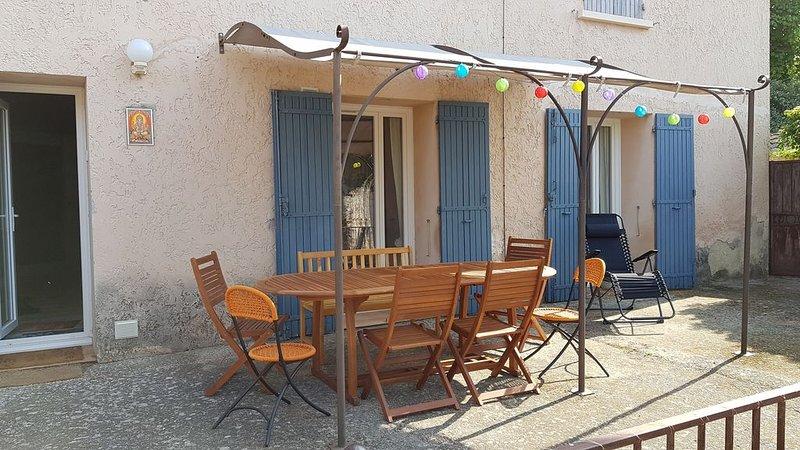 Agreable maison de 130 m2  située dans un ancien Mas de l isle sur la sorgue, location de vacances à L'Isle-sur-la-Sorgue