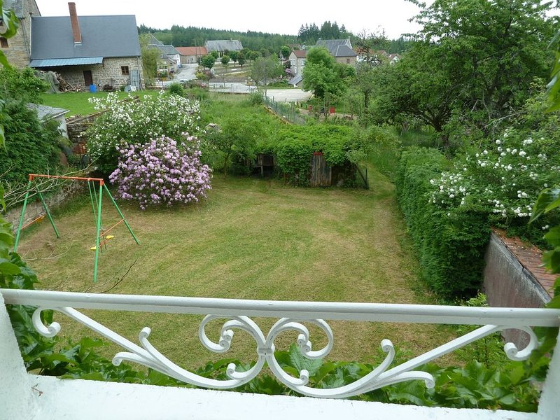 GITE 5 pers , ROYERE DE VASSIVIERE, vacation rental in Saint-Julien-le-Petit