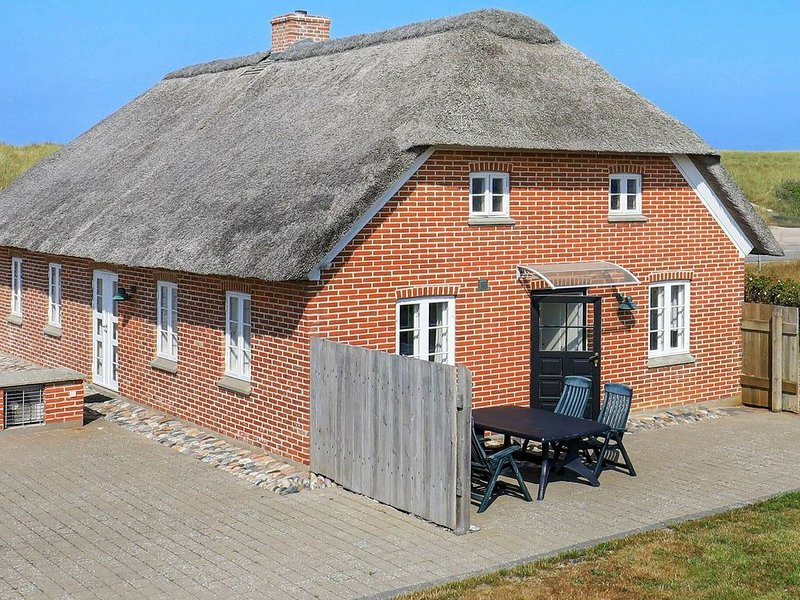 Modern Holiday Home in Bovlingbjerg Denmark with Terrace, holiday rental in Vemb