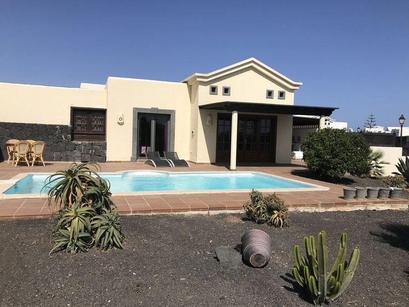 Chalet independiente con piscina privada, location de vacances à Yaiza
