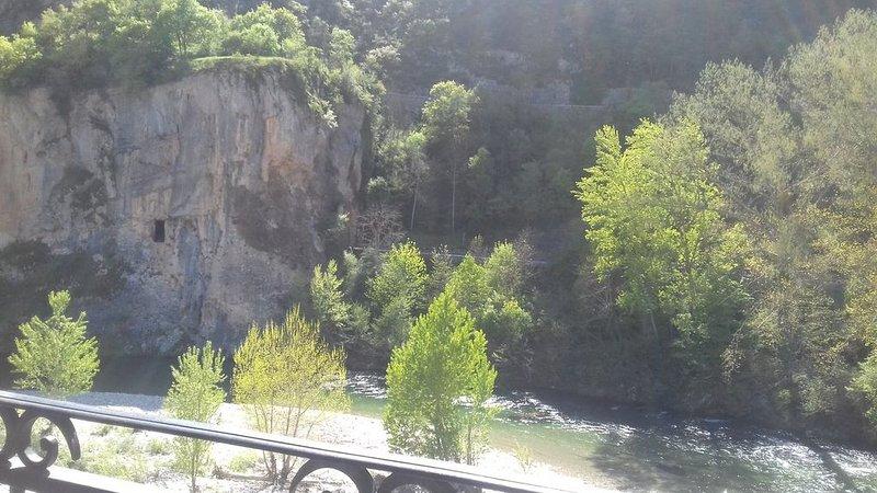 Gîte Panoramix au bord de la rivière, location de vacances à Mende