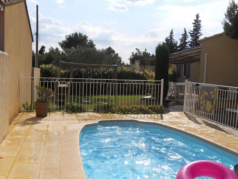 villa avec piscine proche AVIGNON, location de vacances à Vedène