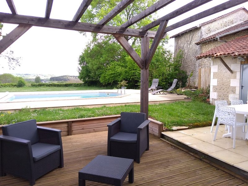 Charmante maison de campagne en Dordogne Périgord vert, vacation rental in Saint-Martin-de-Ribérac