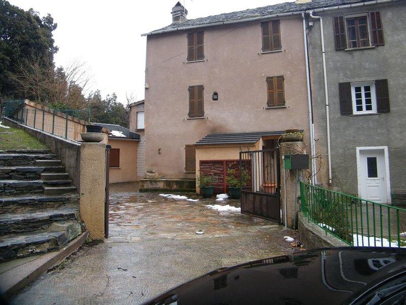 Maison de 110 m2 sur 2 niveaux., location de vacances à Castello-di-Rostino