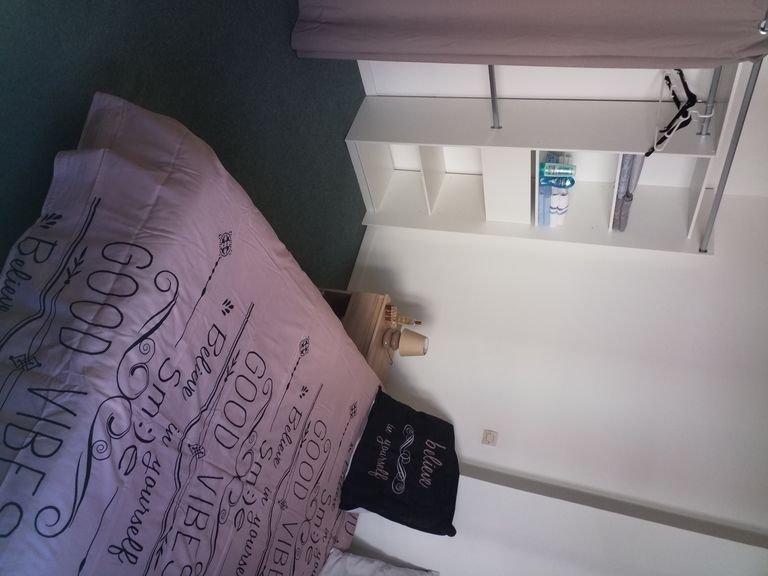 Grande chambre dans maison de ville, holiday rental in Albaron