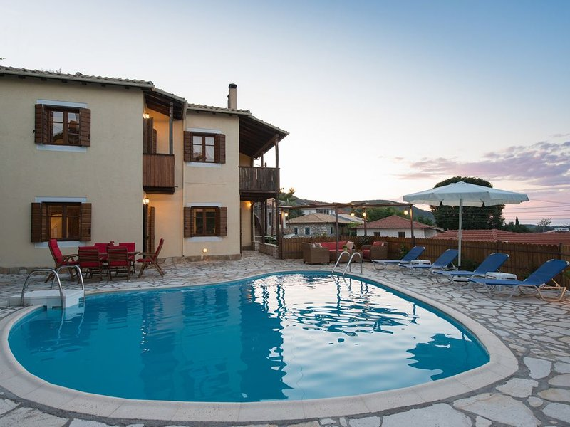 Katouna Holidays - Cozy houses with shared pool, holiday rental in Episkopos