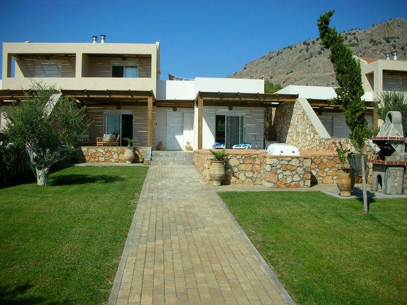 Luxury Villa with Private Pool between Historic Lindos and Pefkos, aluguéis de temporada em Pefki