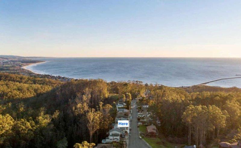 Quase o ponto mais alto do bairro e apenas a 4 minutos de carro da praia.