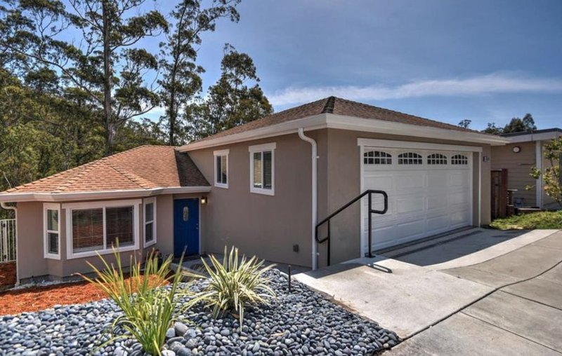 Private & Quiet House for Vacation or Weekend-Getaway, holiday rental in Moss Beach