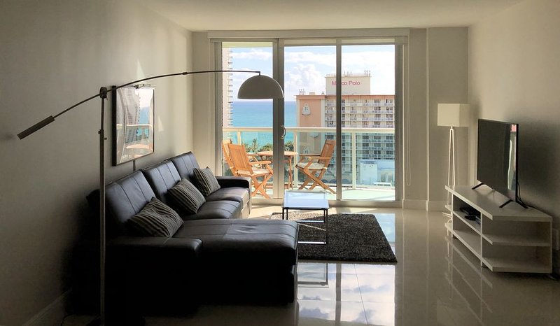Wonderful apartment with a view - Ocean Reserve 14th floor, renovated and modern, location de vacances à Sunny Isles Beach