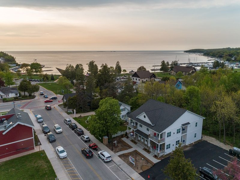 Newly built Excecutive Condo located in heart of Sister Bay!, holiday rental in Sister Bay