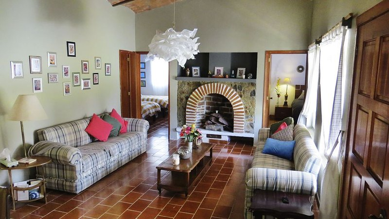 Perfect getaway casita for those who love great weather and nature, location de vacances à San Juan Cosala