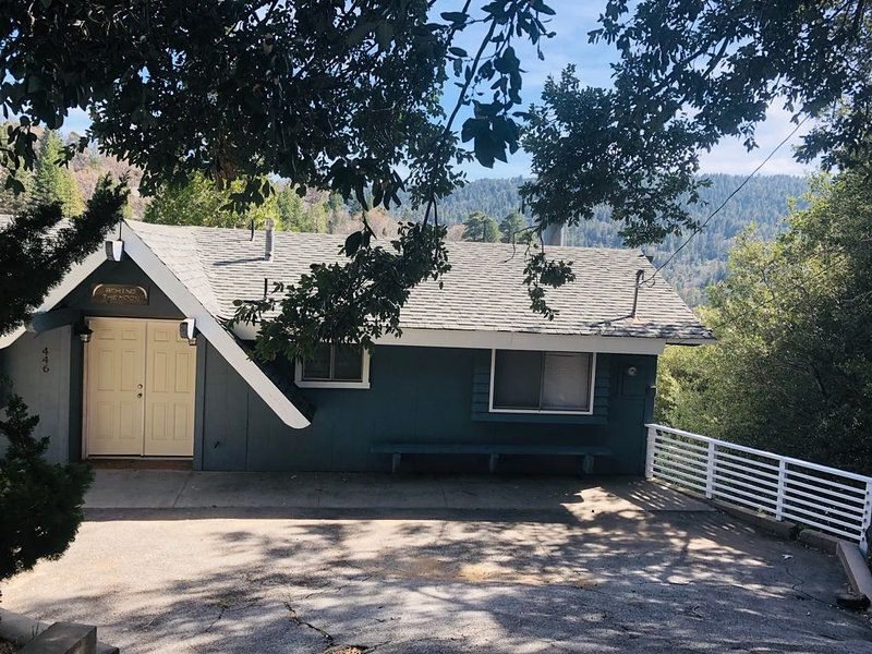 Spacious Lake Gregory Home, vacation rental in Crestline