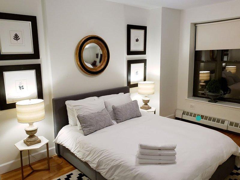 Luxury Designer Harlem Brownstone Apartment ~ Steps To Central Park ~ Garden!, location de vacances à Edgewater