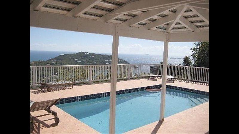 Amazing views from Blue Oasis villa at the upper deck, location de vacances à Cruz Bay