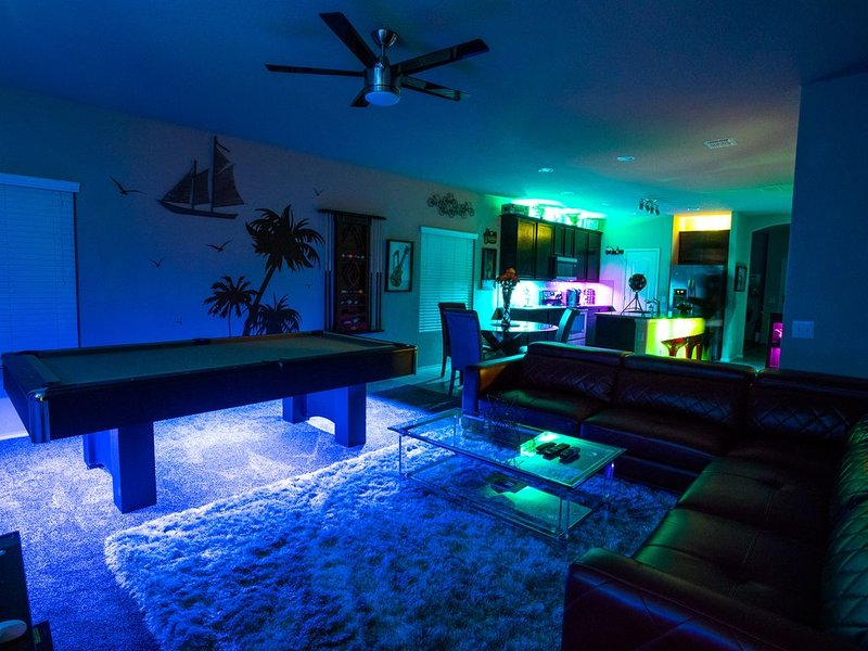 Fantasy Fun House Near LACKLAND / SEAWORLD, holiday rental in Macdona