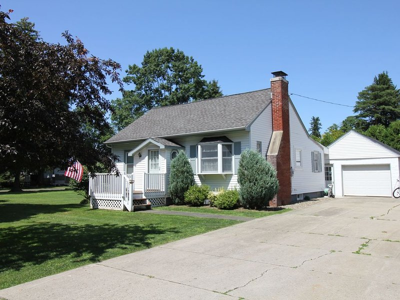Perfect, Heart of Village, Private, Large Lot, 2- Blocks from almost everything, vacation rental in Chautauqua County