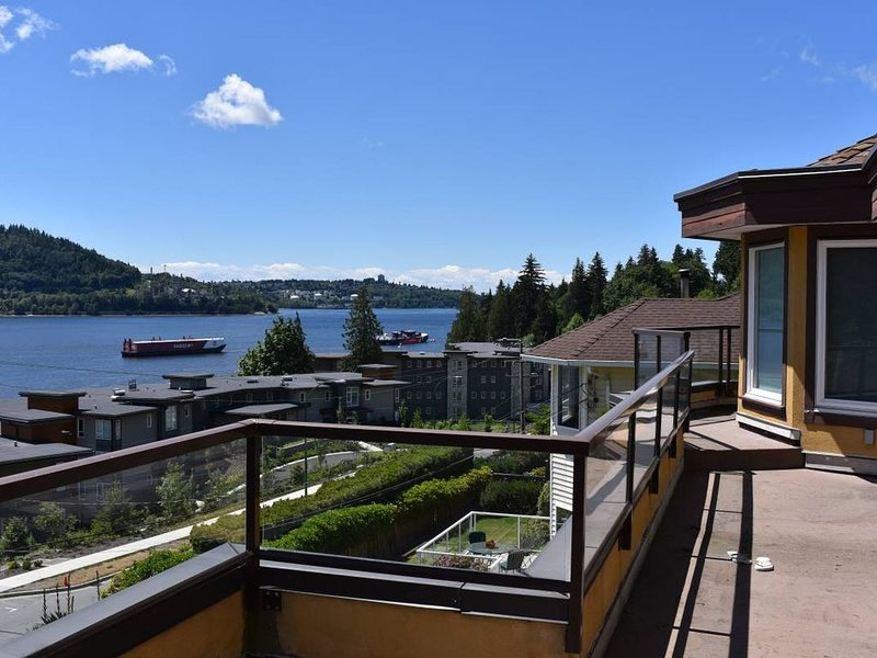 ***Panoramic Water View*** Deep Cove Luxury living, vakantiewoning in North Vancouver