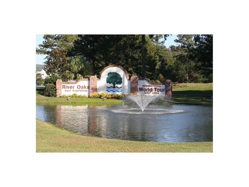 Comfortable upgraded Ground Floor End Unit w/Golf Course View.  WiFi & Cable, vacation rental in Conway
