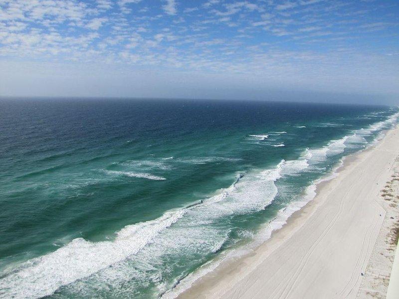 Beachfront- Sleeps 6- Great Winter rates!, alquiler de vacaciones en Laguna Beach