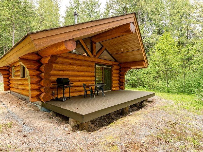 Lakefront Private Log Cabin, close to Pemberton - The Osprey, alquiler de vacaciones en Pemberton