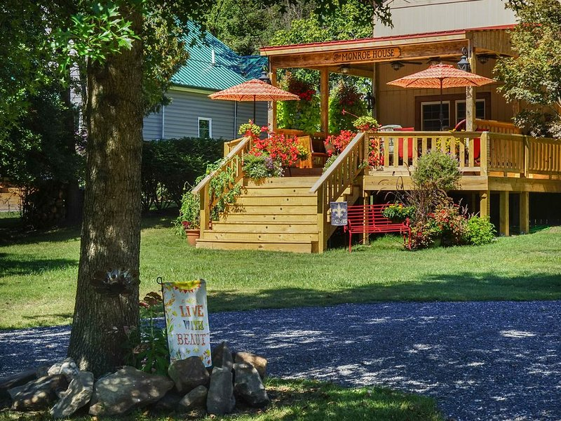 The Monroe House along the Greenbrier River, holiday rental in Greenville