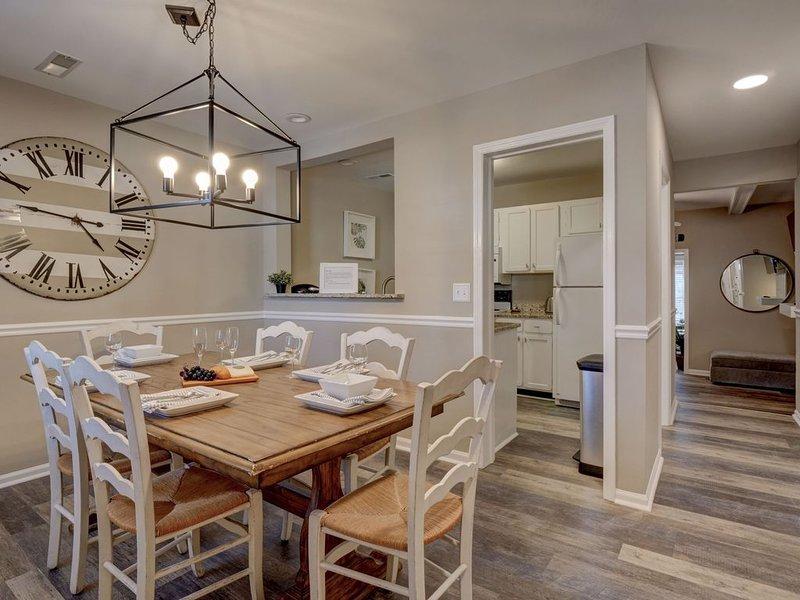 Luxury Remodeled Townhouse in Mt. Pleasant, Charleston suburb, location de vacances à Sullivan's Island