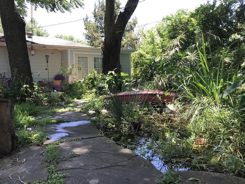 Secret Garden-Near Downtown Houston-Private Entry, holiday rental in Houston