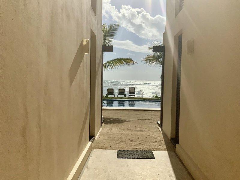 Access hall to the beach.