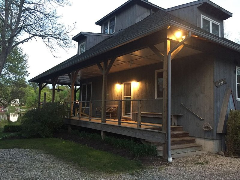 Waterfront Retreat on Bantam Lake with Private Beach - Winter Ski Getaway, holiday rental in Bethlehem