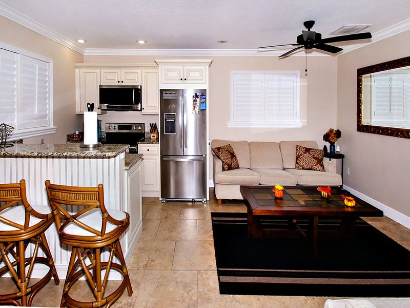 Remodeled Detached Guest Home W/ Private Entrance – semesterbostad i Fort Myers