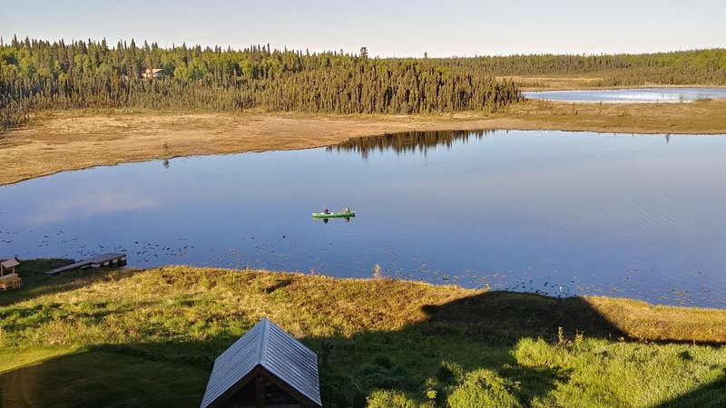 Quiet Alaskan setting on the shores of an original Alaskan homestead, vacation rental in Clam Gulch