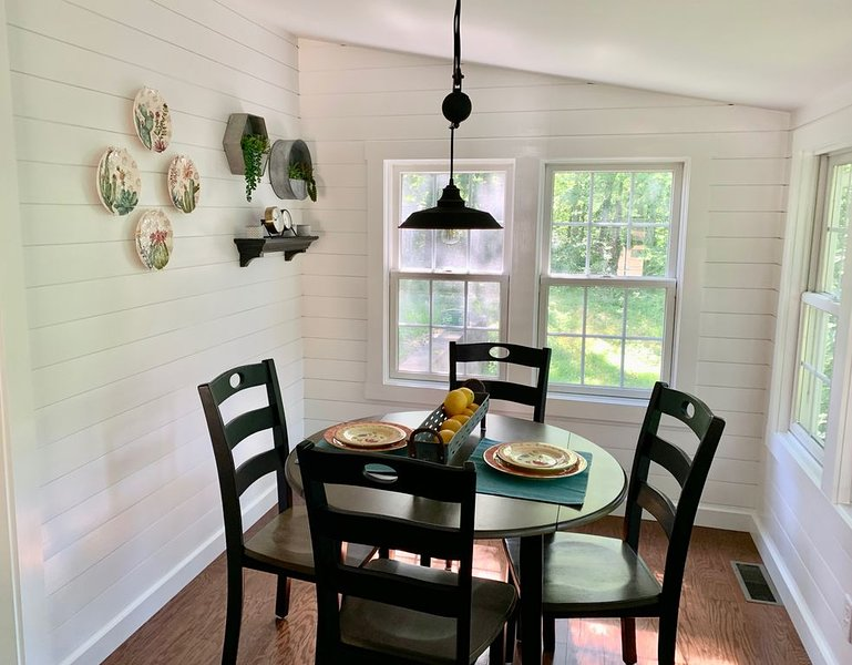 Cozy Cottage in the Woods – semesterbostad i Camp Hill