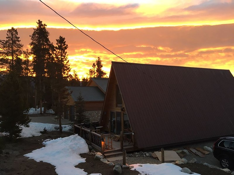 New Listing! Modern and updated! Whole house near Rocky Mountain National Park, holiday rental in Grand Lake
