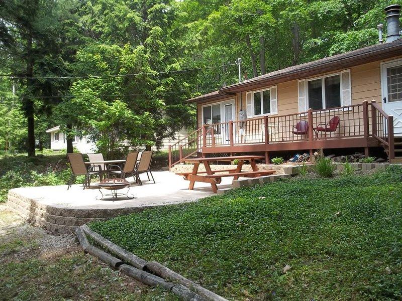 Peaceful Family Retreat with Breathtaking Lake Michigan Beach, aluguéis de temporada em Rothbury